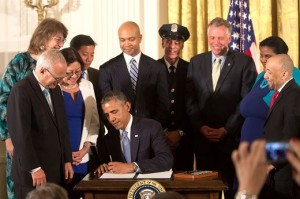 U.S. President Barack Obama signed an executive order last week preventing all federal contractors from discriminating against employees based on gender identity and sexual orientation.